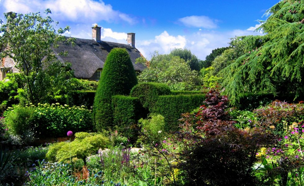 Hidcote Manor Garden in the Cotswolds. Credit JR P_slider2